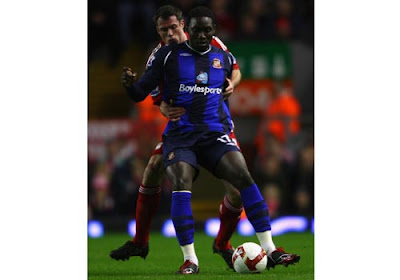 Jamie Carragher of Liverpool holds on to Kenwyne Jones of Sunderland