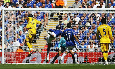 Didier Drogba of Chelsea heads the equalizing goal against Everton.