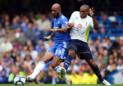Wilson Palacios of Tottenham Hotspur battles for the ball with Nicolas Anelka of Chelsea