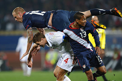 England's midfielder Steven Gerrard (C) vies with USA defender Jay DeMerit (top) and midfielder Ricardo Clark during the Group C first round 2010 World Cup football match England vs. USA on June 12, 2010 at Royal Bafokeng stadium in Rustenburg.