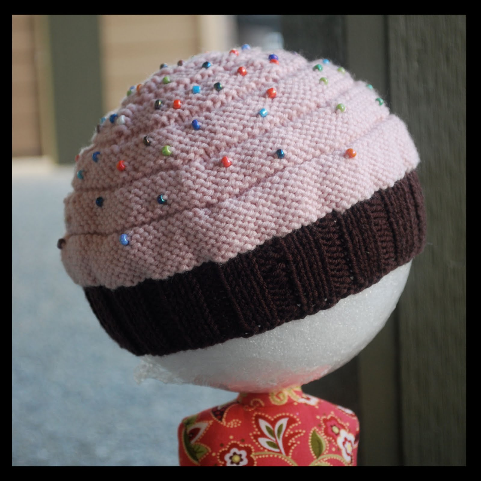 Knitted Cupcake Hat Pattern : Nip Cancer Girls: Knit Cupcake Hat Take Two