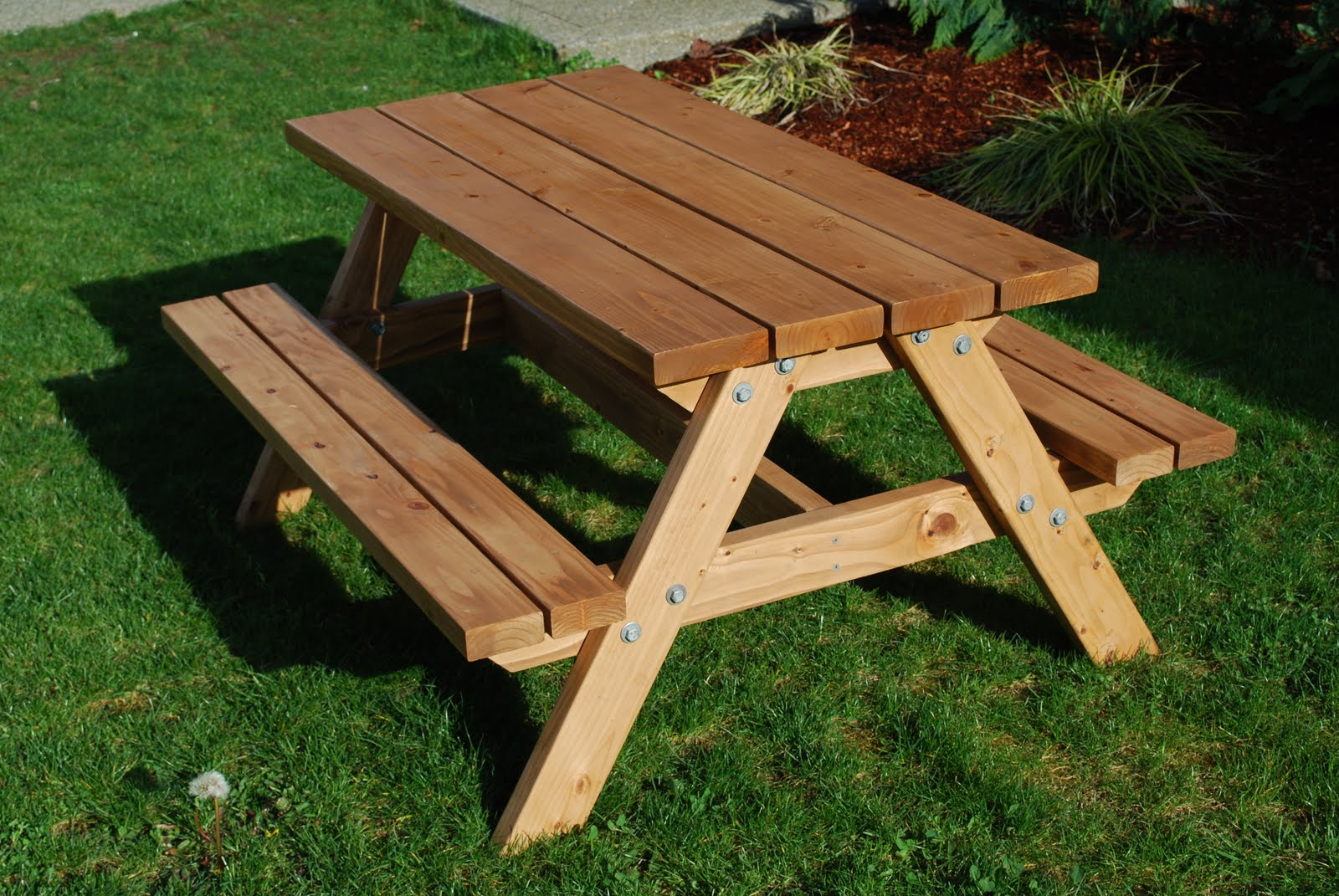 Displaying Images For - Wooden Picnic Tables...