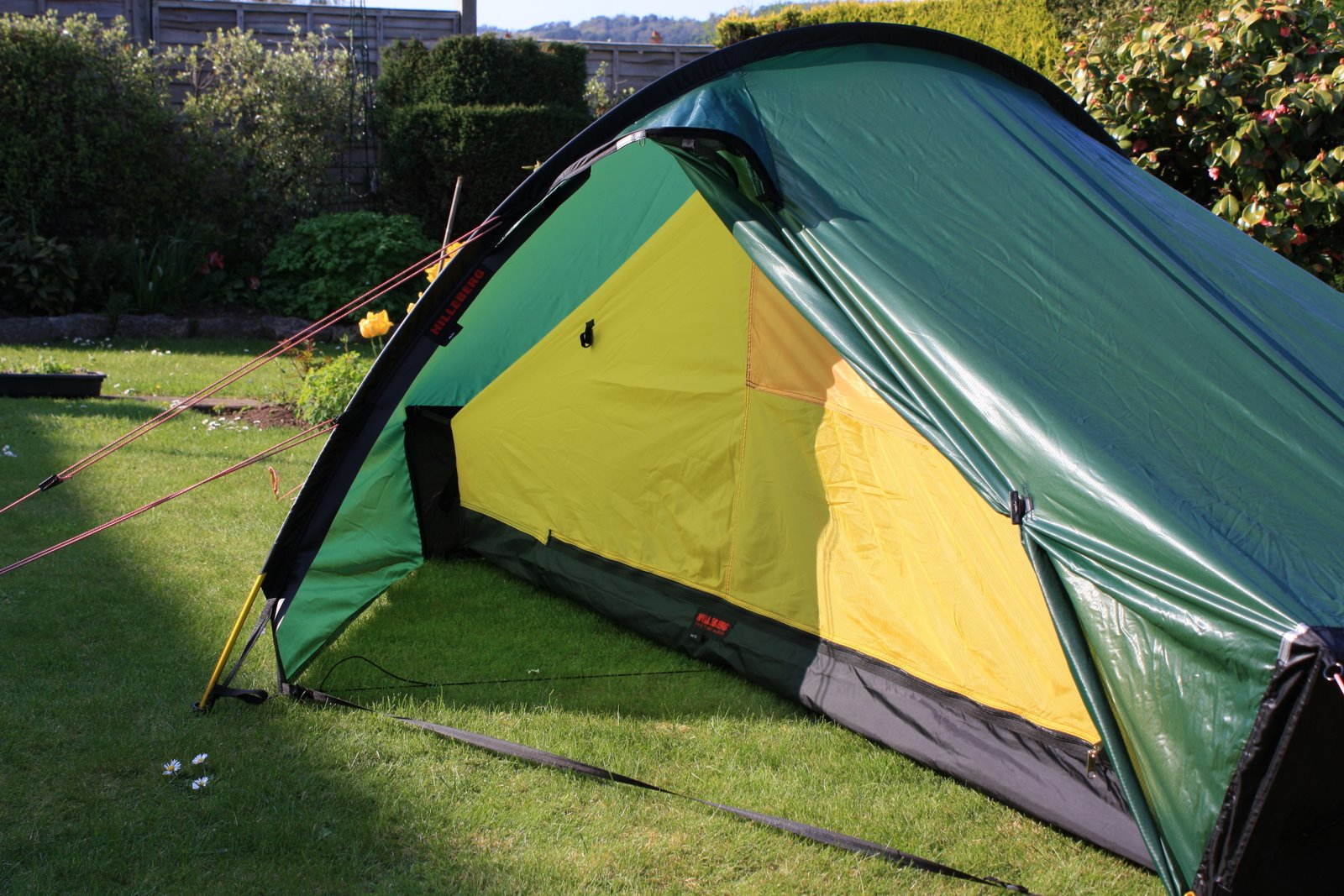 UPDATE OK so this tent became my home every day for 8 weeks the first thing I noticed was how quick you can put it up 5 Minu0027s at most ... & Alan Walks The South West Coast Path: Hilleberg Akto one man tent ...