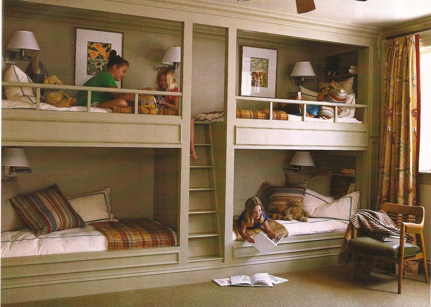 Built in beds on pinterest modern bunk beds bunk bed 4 beds in one room