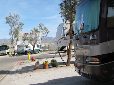 Bob 39 s grand adventures riverside resort rv park in for Laughlin cabins