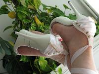 Белые босоножки