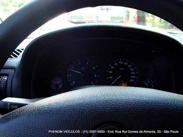 Chevrolet Astra Hatch 2001 3 Portas 1.8 MPFI - console central