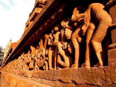http://2.bp.blogspot.com/_UXXtCpkeKiA/Sl3325iTjZI/AAAAAAAAKbE/EhASC7egfLo/s400/khajuraho-wall.jpg