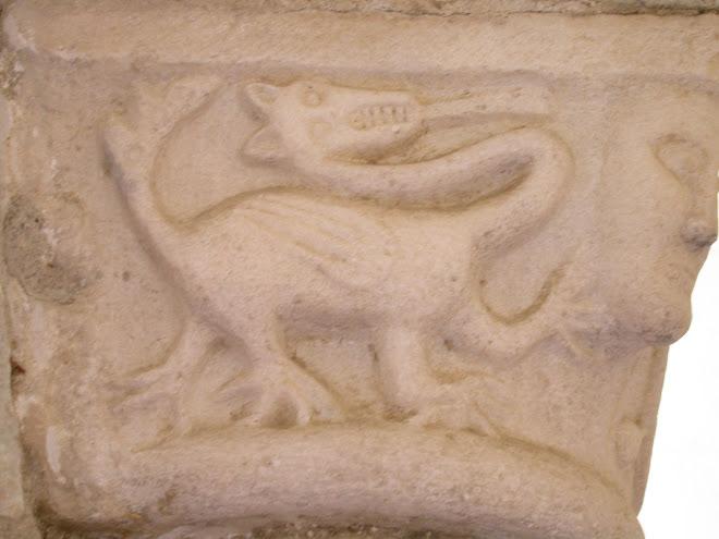 Capitello Abbazia  Avril de  Saint Genis Buren Anjou de Plante of Walles