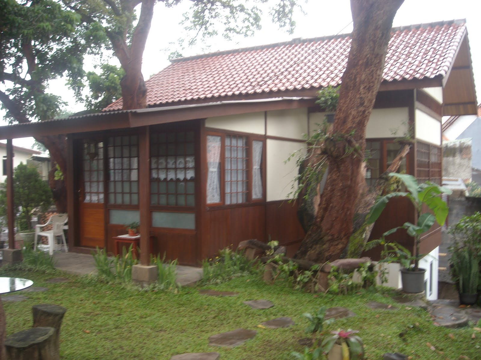 kamar rumah kayu