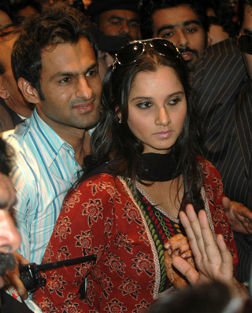 Sania Mirza - Shoaib Malik at karachi airport still 3