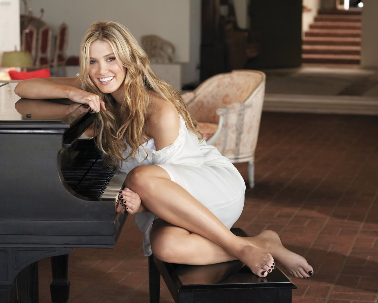 Delta+Burke+Feet Celebrity Feet Magazine: Delta Goodrem Feet