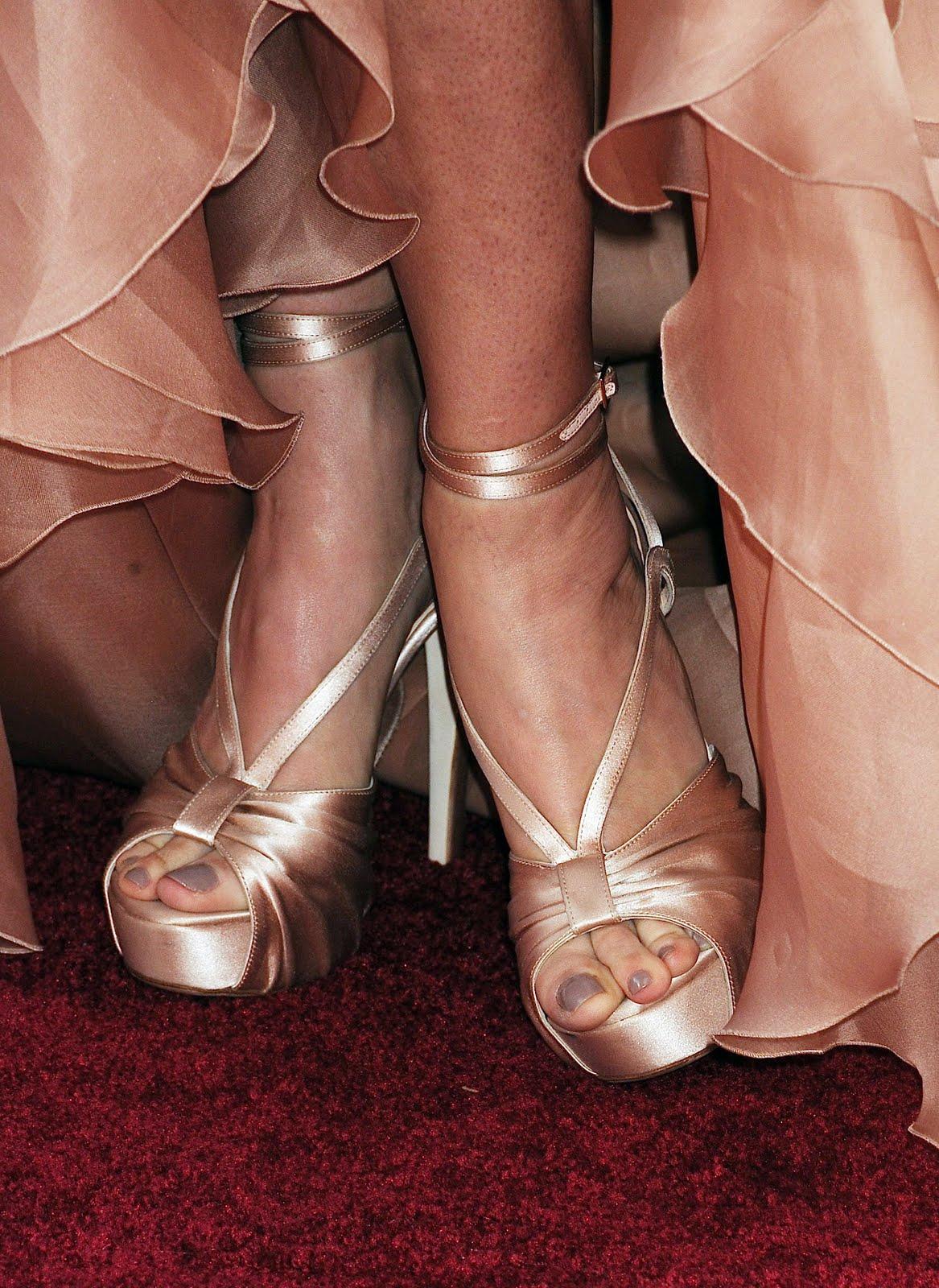 http://2.bp.blogspot.com/_UaLWp72nij4/S62dbvqI3DI/AAAAAAAAFls/q0PxHFs-hLQ/s1600/demi-moore-feet-4.jpg