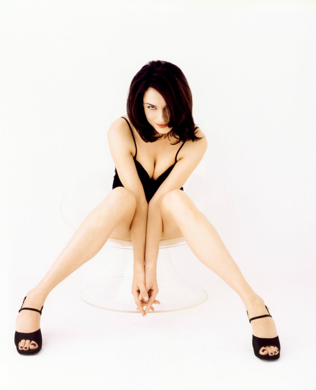 http://2.bp.blogspot.com/_UaLWp72nij4/S8OD9K0YLhI/AAAAAAAAHIQ/7r3nT_W0Z60/s1600/famke-janssen-feet-3.jpg