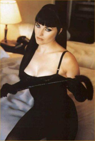 Lucy Lawless Bra Size: 38C