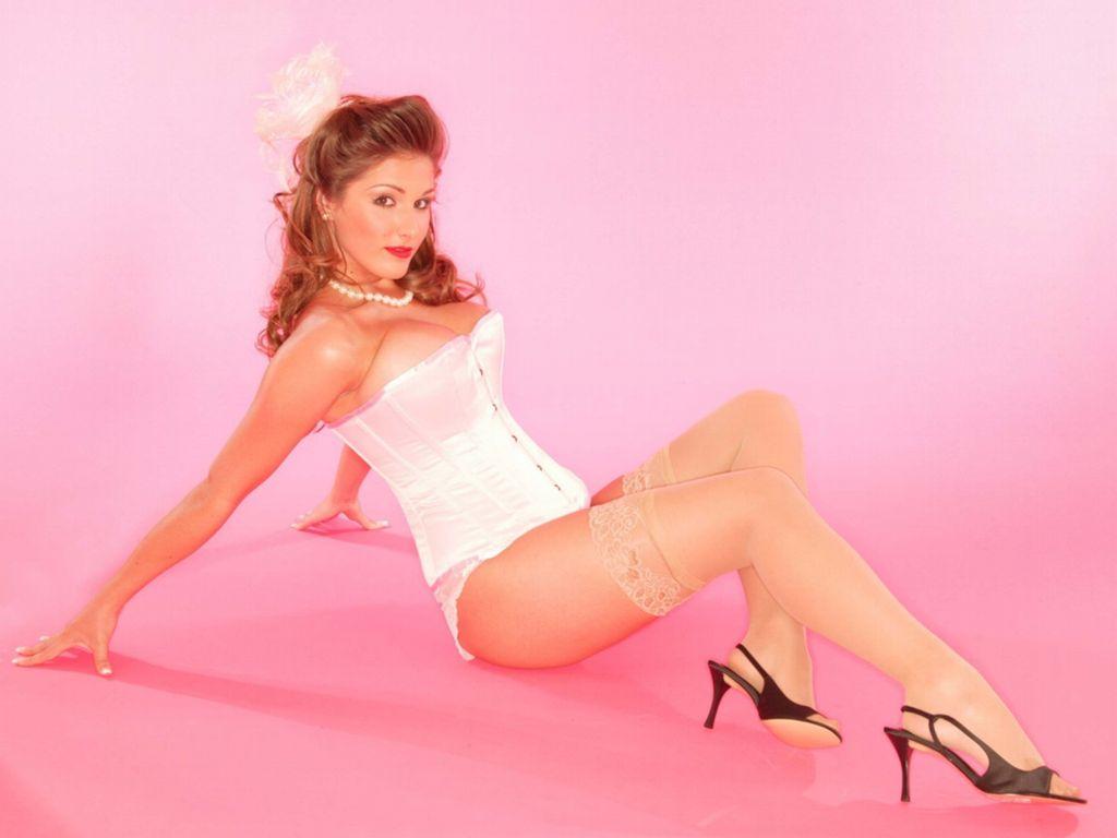 http://2.bp.blogspot.com/_UaLWp72nij4/S_wtcajWEGI/AAAAAAAAMkM/IOF-KCIQZiU/s1600/lucy-pinder-feet-5.jpg