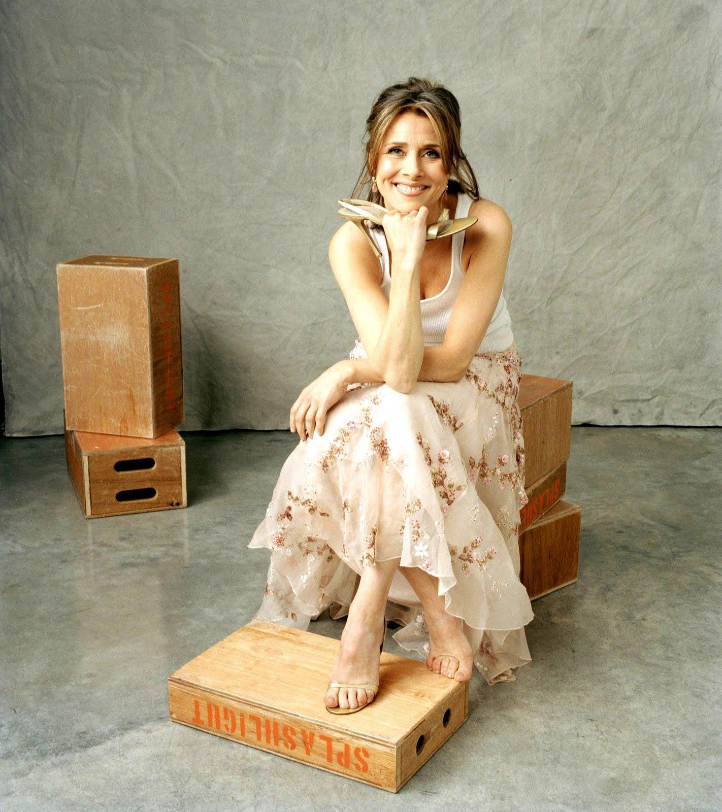 http://2.bp.blogspot.com/_UaLWp72nij4/TAlnoI_20jI/AAAAAAAAN6Q/eJmsura-66A/s1600/meredith-vieira-feet-3.jpg