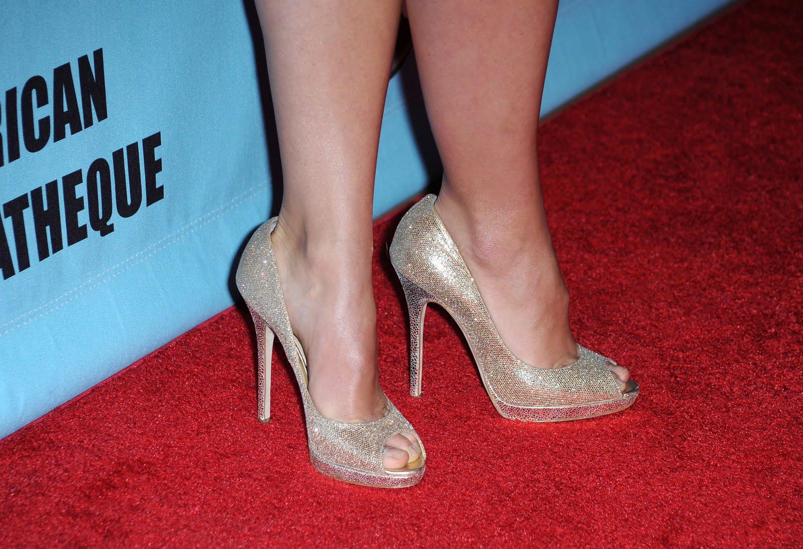 http://2.bp.blogspot.com/_UaLWp72nij4/TCJzrj9npLI/AAAAAAAAPws/Rf2GVe1VL1g/s1600/olivia-wilde-feet-4.jpg