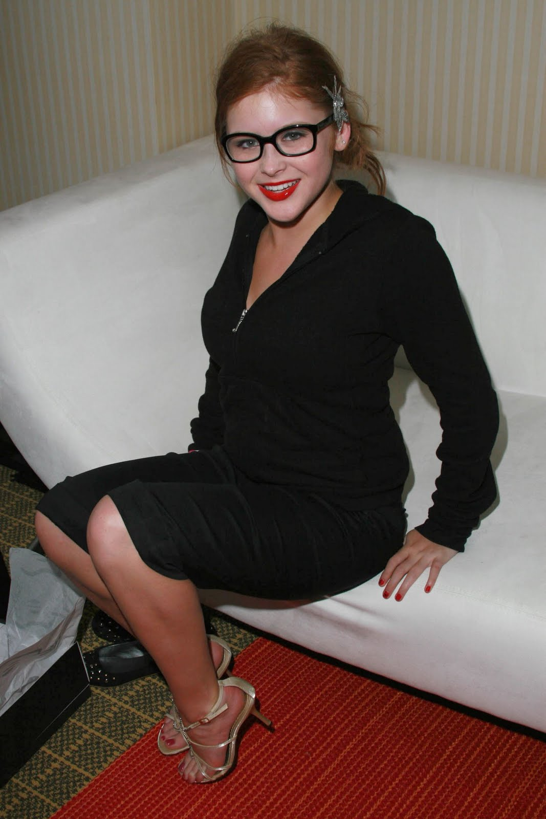 http://2.bp.blogspot.com/_UaLWp72nij4/TC_ATjW6MsI/AAAAAAAAQnk/MNlQ0Mjgawg/s1600/renee-olstead-feet-5.jpg