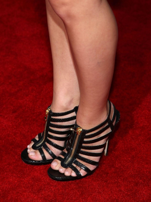 Cool Feet: Piper Perabo Feet