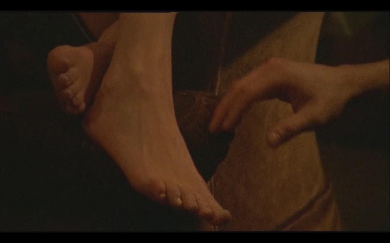 http://2.bp.blogspot.com/_UaLWp72nij4/TEdYt2UZn4I/AAAAAAAAR40/41Y2oHtxFhk/s1600/sienna-guillory-feet-3.jpg
