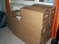 Kartons im Gästezimmer