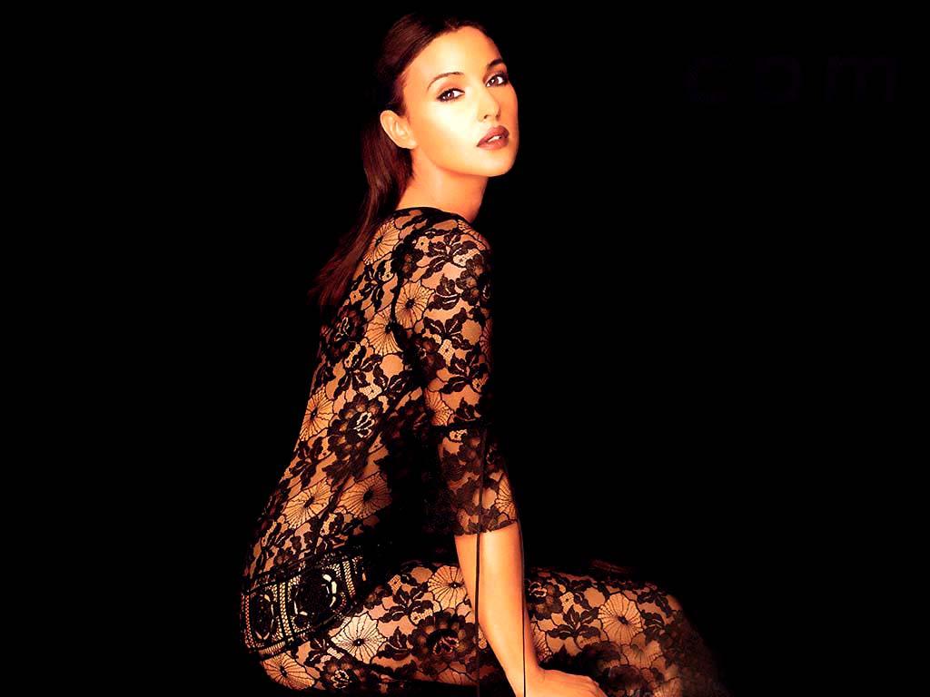 http://2.bp.blogspot.com/_UfzoKj5Ufv0/TMXVt21osTI/AAAAAAAAAV8/1KFB873hkDw/s1600/Monica_Bellucci-011.jpg