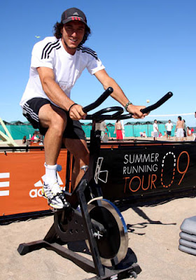 El tenista juan m naco for Adidas paseo alcorta