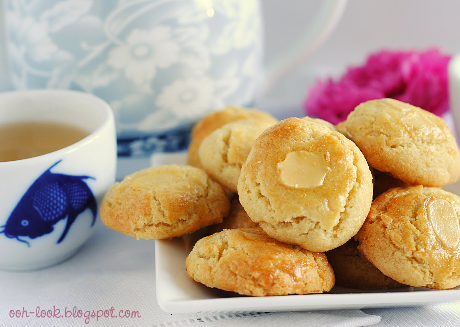 Ooh, Look...: Hello Chinese Almond Cookies - take two (or three)