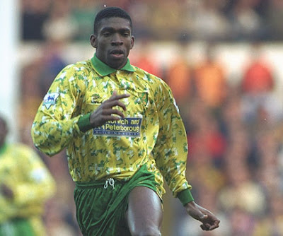 norwich city home kit