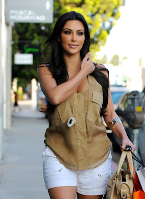 Kardashian Clothes on Edward Norton Blog  Kim Kardashian Offers Style Tips