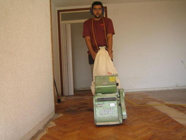Barnizado de suelos consejos e indicaciones - Reparar piso de parquet ...