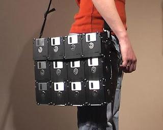 http://2.bp.blogspot.com/_UkslK2SgQGU/SyFlgs6IsnI/AAAAAAAAALg/hWv43kO0Eqc/s320/floppy_disk_laptop_bag.jpg