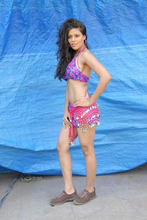 tollywood item girl jyothi raana from the backdrop of shooting spot cute stills