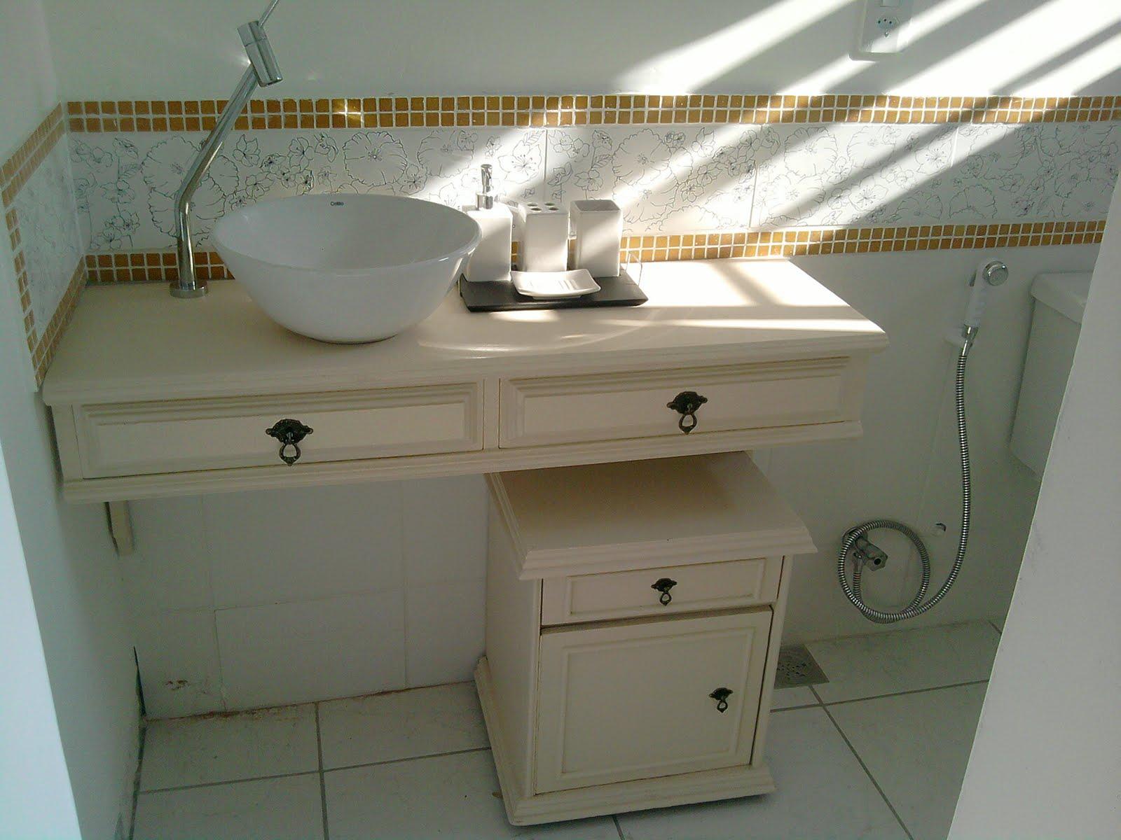 Esse armario ou criado foi comprado em topa tudo também coloquei  #5D4C2A 1600x1200 Armario Banheiro Com Rodinhas