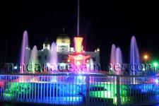 Ang magandang Sulu park sa harapan ng Kapitolyo sa gabi. Itong tanawin
