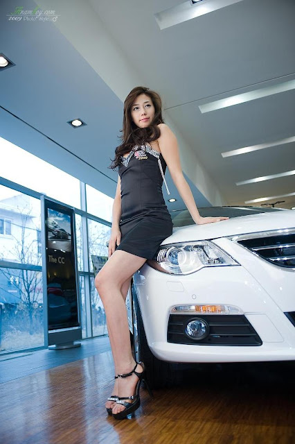 model korea kim ha yul with black mini dress