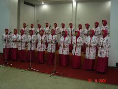 Penampilan Kelompok Paduan Suara pada HUT ke-8 Dharma Wanita Persatuan.