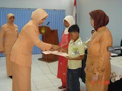 Penyerahan Infaq secara simbolis kepada Yatim & Warakawuri di lingkungan DPU Bina Marga Jawa Timur.