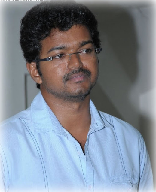 Vijay at Mirchi Awards 2009-still 3