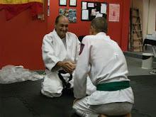 Recebendo o certificado do Grão Mestre YARON