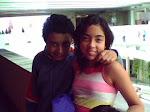 Romeo junto a su gemela Marina (10 años)