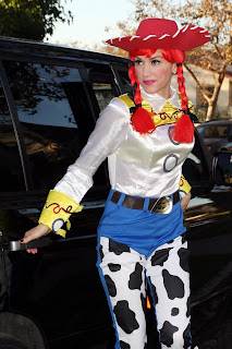 Gwen Stefani dressed as Jessie the cowgirl from Toy Story 2 for Halloween 2009