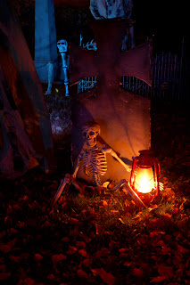 Image #4 from the 2009 yard haunt by Bones of Haunt Style