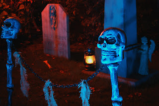 Image #7 from the 2009 yard haunt by Bones of Haunt Style