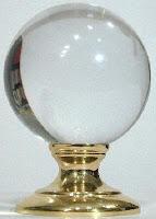 الكرة البلورية تستخدم كأحد أدوات كشف الطالع أو قراءة البخت