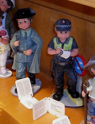 Figuras de Nadal Studio en el escaparate de una tienda de Burgos