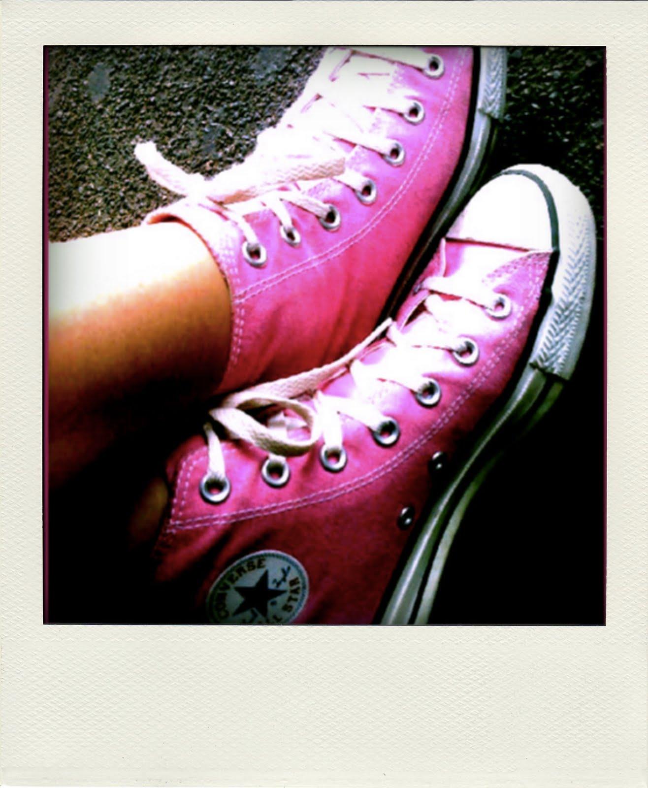 http://2.bp.blogspot.com/_UqWMaXpBaU0/S_XkS_MTTZI/AAAAAAAAAZE/EFp8r3KkPLw/s1600/High+Top+Pink+Converse-pola.jpg#pink%20converse%201316x1600