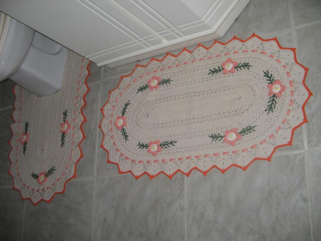 Marli Rosá Artesanatos: Tapetes para Banheiro em Crochê #9E3E2D 1024 768