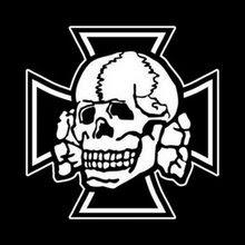 Cruz de hierro y totenkpof
